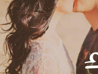 Libra kissing